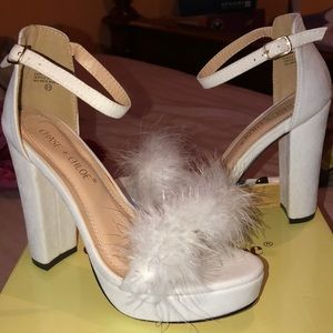 White suede heels with feathers strap